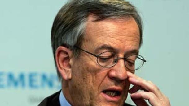Beschuldigte weisen Siemens-Vorstand Mitverantwortung zu