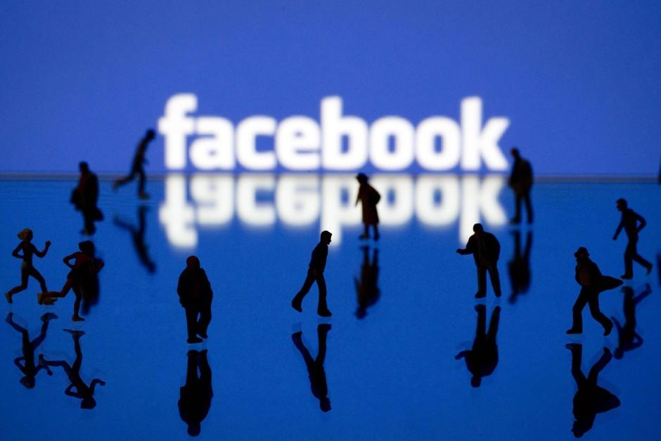 Facebook năm 2013: Một xã hội ''ảo'' ưa làm quá...