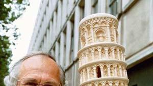 Turm von Pisa steht wieder richtig schief