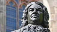 Das Denkmal für Johann Sebastian Bach vor der Thomaskirche Leipzig.