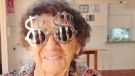 Oma kickt die derbsten Styles