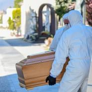 Einsame Bestattungen: Jede halbe Stunde wird auf dem Friedhof in Bergamo ein Corona-Toter beerdigt.