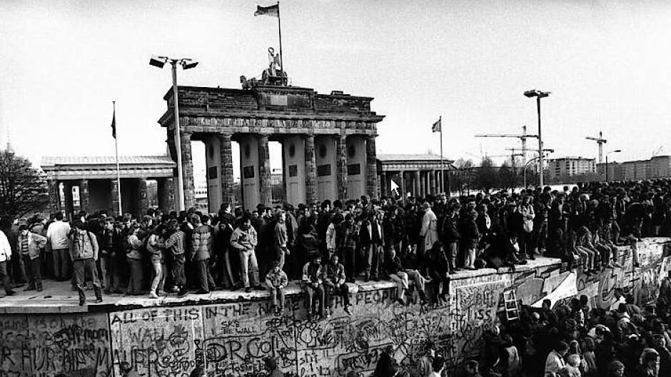 Nach dem Mauerfall: Das Brandenburger Tor am 10. November 1989