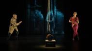 """Der alte Mann und sein schönster Lebenstraum: Kaori Ito und Yoshi Oida in """"Die Seidentrommel"""""""