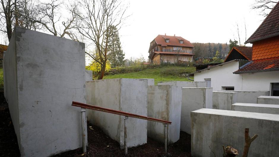 Björn Höcke bekommt Holocaust-Mahnmal vor die Nase gesetzt