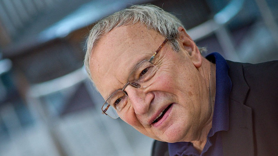 Ein Humanist, der an die Wandelbarkeit glaubt – des Einzelnen, der Gesellschaft, der Welt: An diesem Montag feiert Uwe Timm seinen achtzigsten Geburtstag.