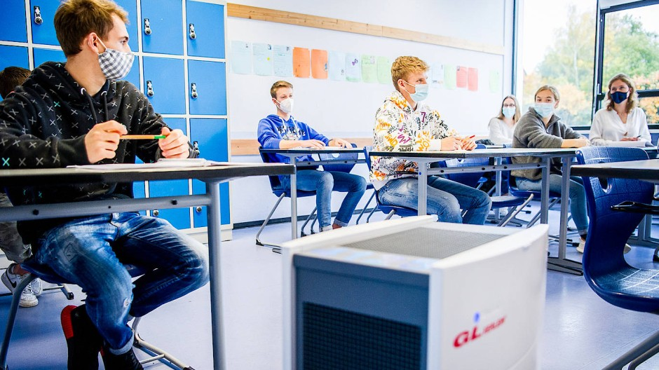 Ein Luftfilter in einem deutschen Klassenzimmer