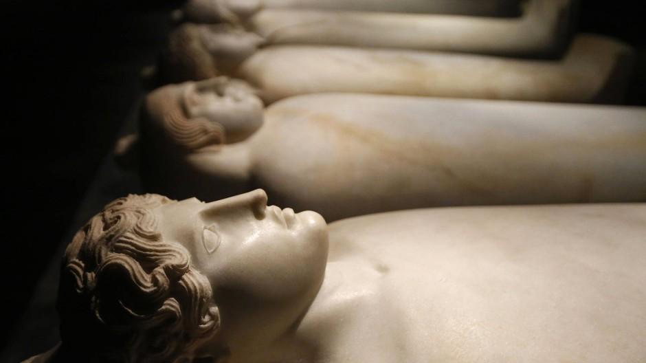 Sarkophage aus dem sechsten vorchristlichen Jahrhundert im libanesischen Nationalmuseum Beirut