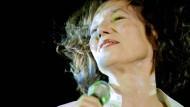 Jane Birkin auf einem Konzert in Budapest, 2012.