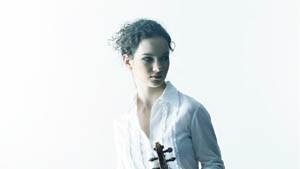 Wach, gewitzt und auf der Hut: Hilary Hahn spielt Brahms und Strawinsky