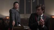 Der nächste Streich sitzt bestimmt: Marcus (Benjamin Wadsworth, rechts) hätte sich beinahe einen Stockschlag von Master Lin (Benedict Wong) eingefangen.