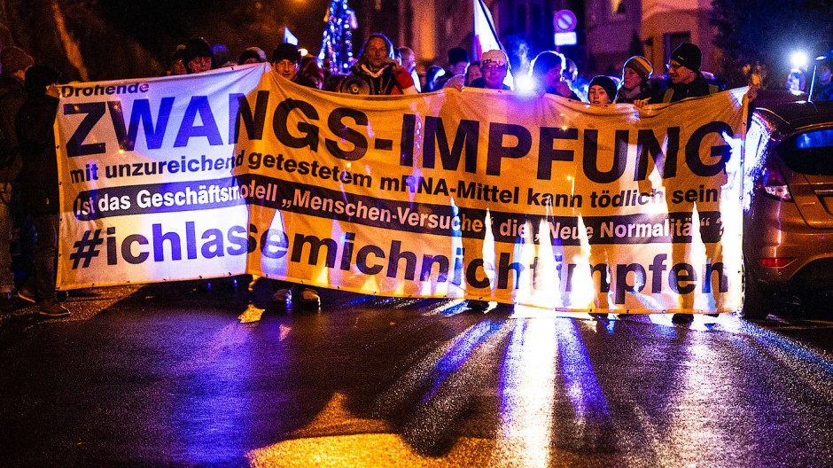 Impfgegner auf einer Demonstration in Baden-Württemberg