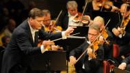 Durchaus mit Empfindung und Ausdruck, aber der Weg ist noch weit: Christian Thielemann und sein neues Orchester, die Staatskapelle Dresden