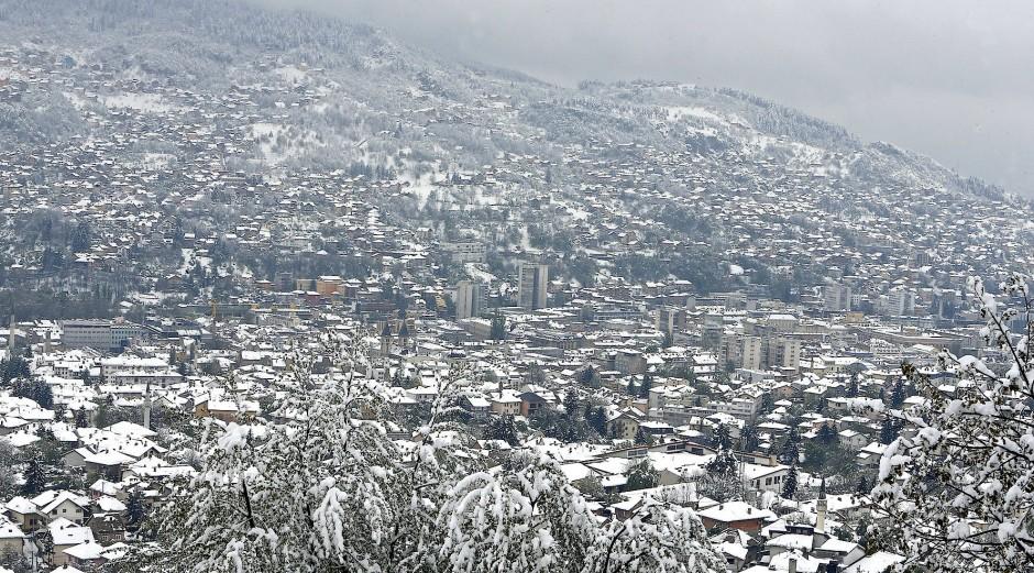 Später Schnee über Sarajevo: Türkei, Russland, Saudi-Arabien teilen das Land längst unter sich auf – und Europa hat dringendere Probleme.