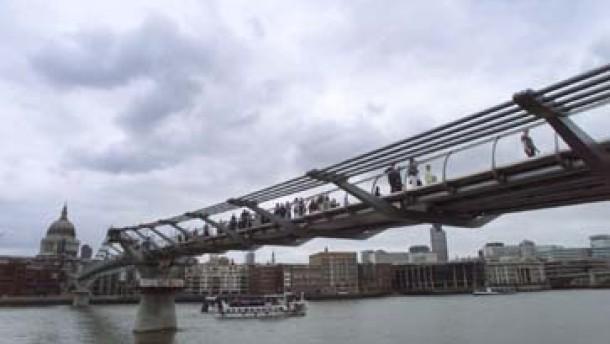 Londoner Millennium Bridge wiedereröffnet