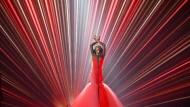 Ähnlichkeiten mit Conchita Wurst sind rein zufällig: die lettische Kandidatin Aminata bei einer Probe für das Halbfinale