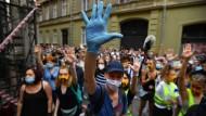 Die ausgestreckte Hand mit fünf Fingern ist zum Zeichen der Proteste gegen die regierungsnahe Direktorenbesetzung der Theateruniversität in Budapest geworden