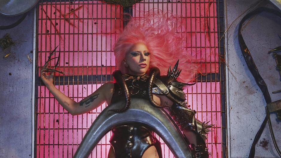 Natürlichkeit ist so vorgestern: Lady Gaga macht jetzt Neunziger-Pop.