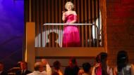 """Nur wenige sind zum Star geboren: Laura Parfitt als Marilyn Monroe in der Oper """"Happy Birthday, Mr. President"""" von Kriss Russman, die 2013 in Rostock uraufgeführt wurde."""