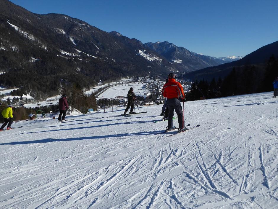 Eigentlich ist, für eine Weile zumindest, Skifliegen bei vielen jungen Leuten attraktiver als Skifahren.