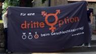 """Einst Forderung von Demonstranten, jetzt Beschluss: Werbung für die """"dritte Option"""" im Sommer 2014 vor dem Rathaus im niedersächsischen Gehrden"""
