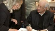 """Begegnung: Armin Mueller-Stahl signiert sein neues Buch """"Rollenspiel"""""""
