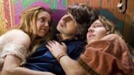 An der Seite zweier Gesinnungsgenossen (Kelli Garner, Paul Dano) träumt Elliot (Demetri Martin, M.) den Hippie-Traum von Woodstock