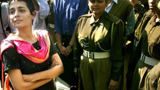 Arundhati Roy meldet sich zurück