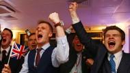 Befürworter des Brexit in London beim Jubel über den Ausgang des Referendums