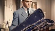 """Kein echter Fall: Das Bild zeigt den Schauspieler Rainer Brandt in dem Kriminalfilm """"Die rote Hand"""" (1960)."""