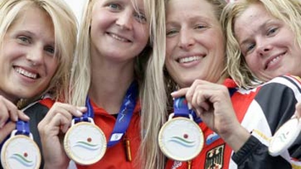 Deutschlands Frauen schwimmen zum Weltrekord