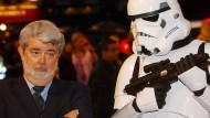 """Archivbild von 2005: George Lucas bei der Londoner Kinopremiere seines Films """"Die Rückkehr der Sith"""""""