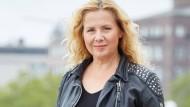 Die Autorin Victoria Schwartz lebt in Hamburg.