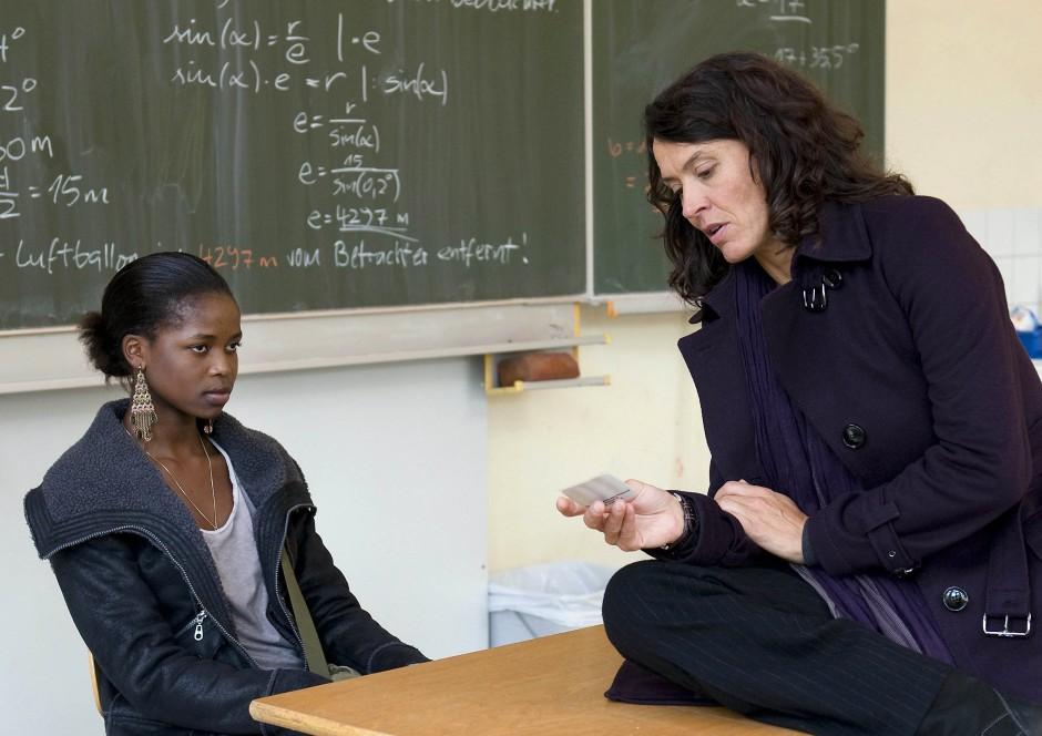Für die junge Corazon Herbsthofer ist es die erste Rolle überhaupt: Als Schülerin Eshe wird sie von Kommisarin Odenthal (Ulrike Folkerts) befragt