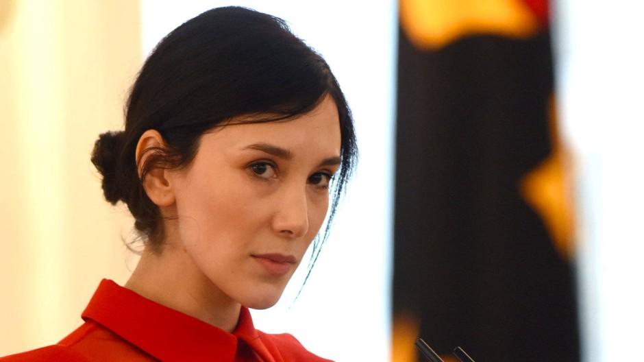 Unter Tränen: Sibel Kekilli bei ihrer Rede im Schloss Bellevue