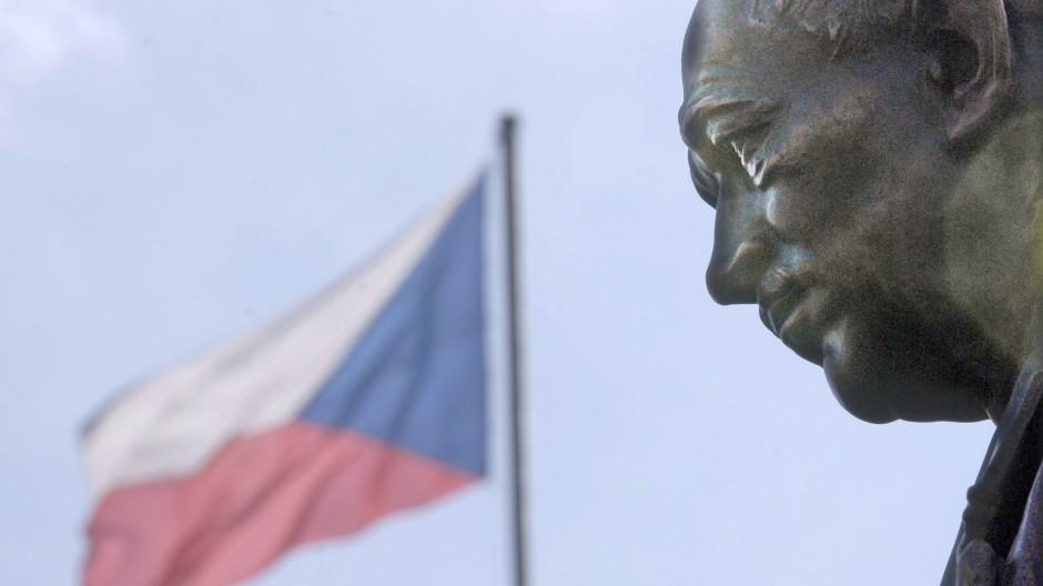Das Standbild vor dem Prager Außenministerium: Edvard Benes als prägende Figur der jüngeren tschechischen Geschichte