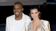 So hielt Kanye West um Kim Kardashians Hand an