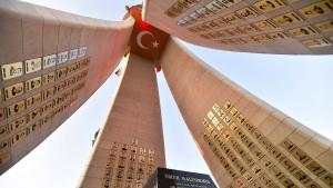Türkiye demokrasisini zehirleyen ortaklık