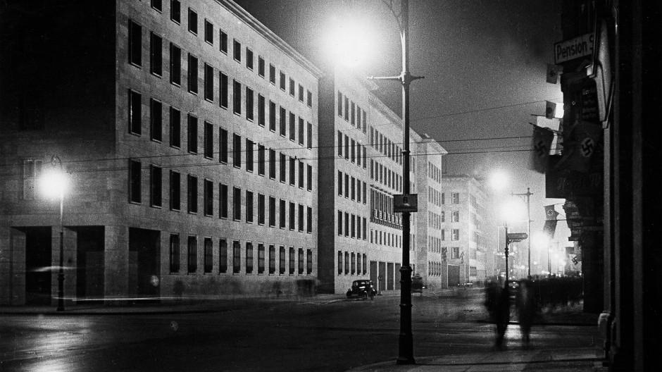 Wenn es Nacht wird in Berlin– ein Blick auf Görings Reichsluftfahrtministerium an der Berliner Wilhelmstraße
