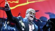 Als Klavierspieler, Komponist und Entertainer ein Meister der Selbstinszenierung: Elton John  auf seiner Abschiedstour in diesem Frühjahr.