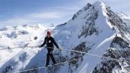 347 Meter Seiltanz zwischen Alpenbergen