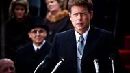 Die Ähnlichkeit ist nicht von der Hand zu weisen, zudem verkörpert Greg Kinnear den Präsidenten John F. Kennedy auch schauspielerisch überzeugend