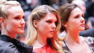 """Diane Kruger Lea Seydoux und Virginie Ledoyen vor der Premiere ihres Films """"Les Adieux A La Reine"""", mit dem die Berlinale eröffnet wurde"""