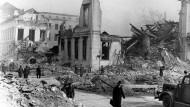 Trümmer einer Stadt: Heinz Rein beschreibt in seinem Roman das Kriegsende 1945. Blick auf das zerstörte Propagandaministerium am Wilhelmsplatz, Berlin