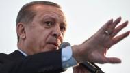 Kalkulierte Meinungsfreiheit: Präsident Recep Tayyip Erdogan lässt in der Türkei Bücher beschlagnahmen - und fordert gleichzeitig das freie Denken.