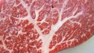 Zart marmoriert, sündhaft teuer, ein Hochgenuss: Fleisch vom Wagyu-Rind