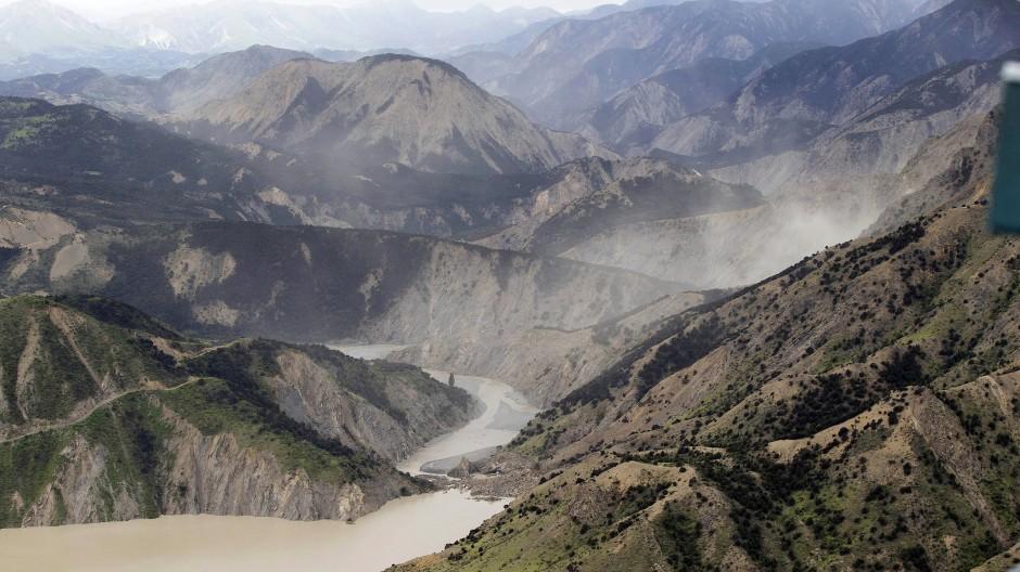 An der tektonischen Bruchlinie: Alan Carters Figuren fürchten sich vor einem Beben, das die hier gezeigte Erschütterung von 2016 weit in den Schatten stellt.