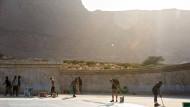 Künstlich und natürlich: In der israelischen Wüste sind gleich zwei beeindruckende Kulissen beim Opernfestival Masada zu bestaunen.