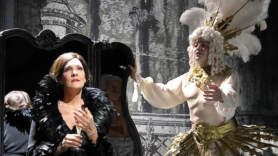 Marlies Petersen (links) als Marschallin und Galeano Salas (rechts) als Sänger.
