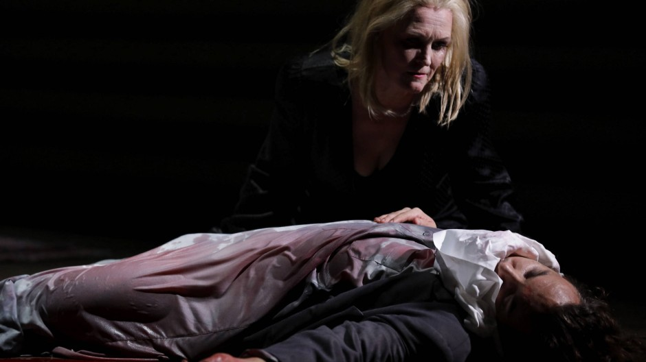 Mit Kopf: Salome (Ingela Brimberg) und Jochanaan (Kostas Smoriginas).